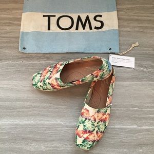 Toms classic women's slip on shoe
